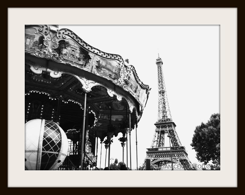 Carousel Eiffel F