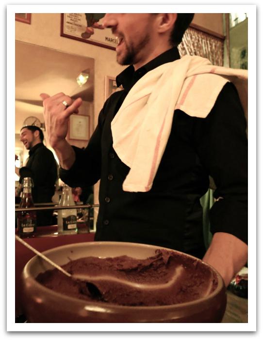 waiter cafe janou