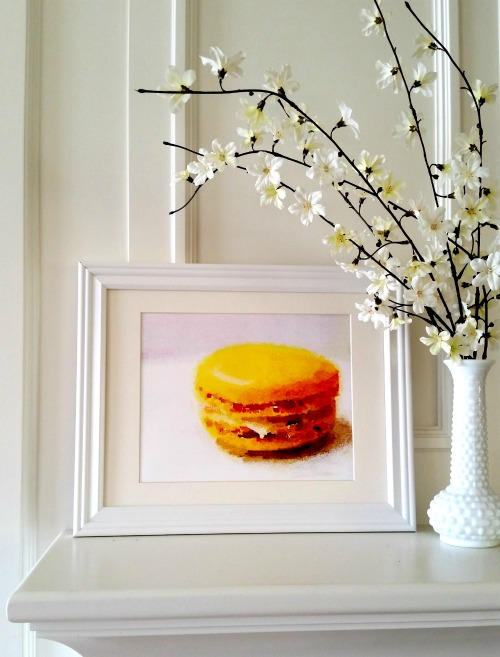 citron macaron with flowers